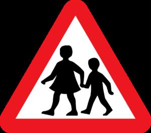 Schuleintritt: Verkehrstafel, die auf Schulkinder hinweist