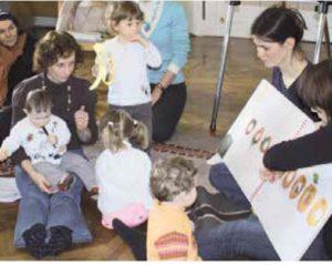 Kindergartengruppe: Vorlesen im Dialog